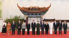 Xi hosts banquet for guests attending CDAC